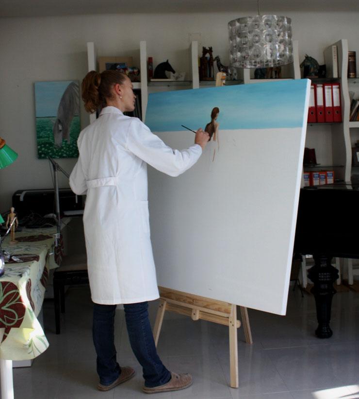 Pintando en su estudio